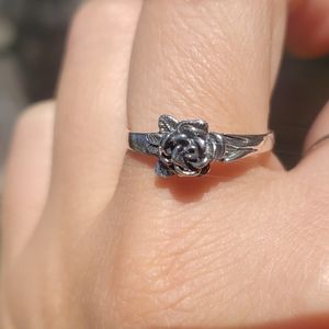 Sterling Silver Ring with 3D Rose and leaf details